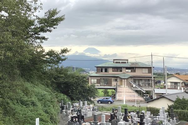 境内より富士山を望む